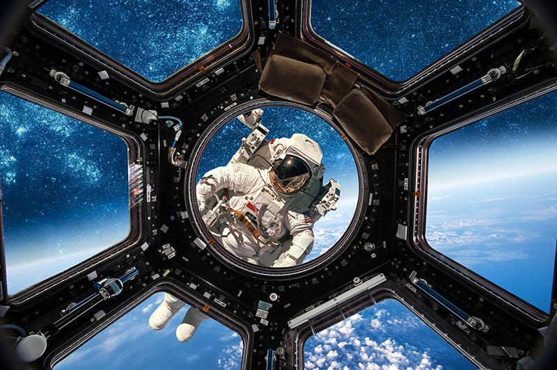 הטכנולוגיה שמאפשרת לאסטרונאוטים לחיות בחלל- להתקלח, לאכול לשמור על כושר ולצאת להליכות חלל