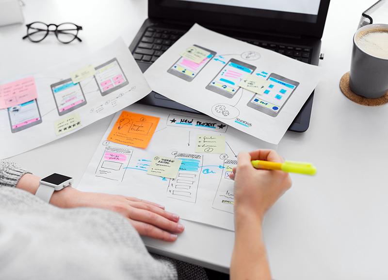 מוצרים שמחוברים למשתמש. נכיר את עקרונות הבסיס של חוויית המשתמש ונבין מה הופך אפקליקציות למצוינות. נחשוב כיצד להתאים ממשק לצורך ולקהל היעד