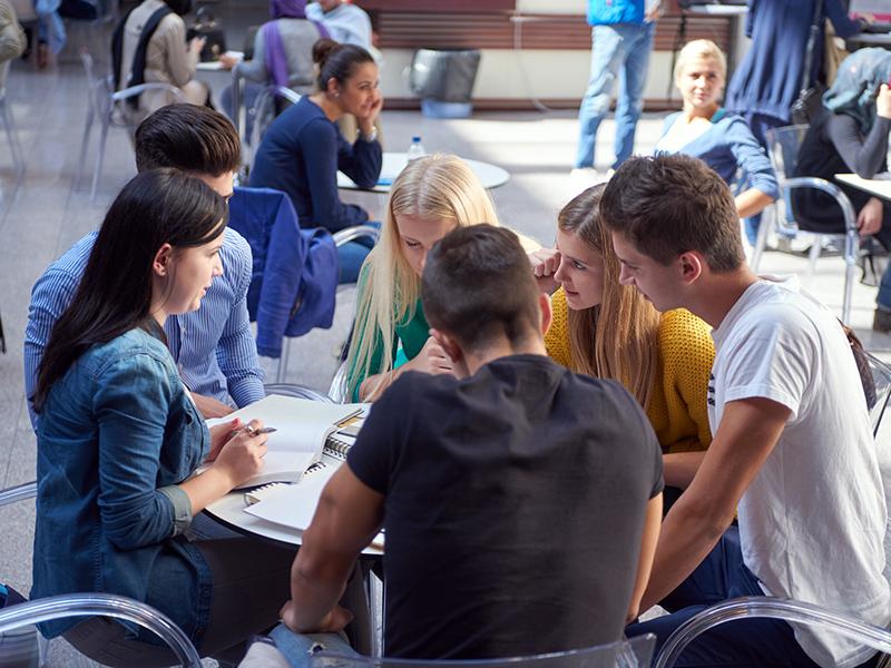 ישיבות צוות וניהול דיון אפקטיבי, כישורי פרזנטציה וסיעור מוחות שיכינו את התלמידים לעולם האמיתי